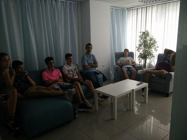 Οι μαθητές επισκέπτονται επιχειρήσεις