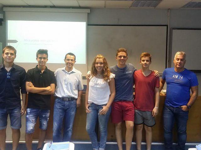Στο Θερινό Σχολείο Νεανικής Επιχειρηματικότητας του Πανεπιστημίου Μακεδονίας. Αναμνηστική φωτογραφία των μαθητών με τους καθηγητές