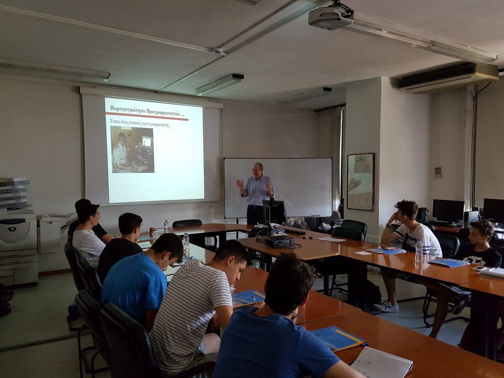 Στην αίθουσα συνεδριάσεων του τμήματος Εφαρμοσμένης Πληροφορικής οι μαθητές παρακολούθησαν ομιλίες από έμπειρους επιχειρηματίες. Ο κ. Χατζηγεωργίου Αλέξανδρος μας μίλησε για Επιχειρηματικότητα και Τεχνολογίες Πληροφορικής και Επικοινωνιών (ΤΠΕ), Τυπική δομή σύγχρονου πληροφοριακού συστήματος (διαδικτυακές εφαρμογές και εφαρμογές φορητών υπολογιστικών συσκευών), Προκλήσεις στις επιχειρήσεις που στηρίζονται σε ΤΠΕ, Απαιτούμενες δεξιότητες σε επιχειρήσεις με εντατική χρήση λογισμικού