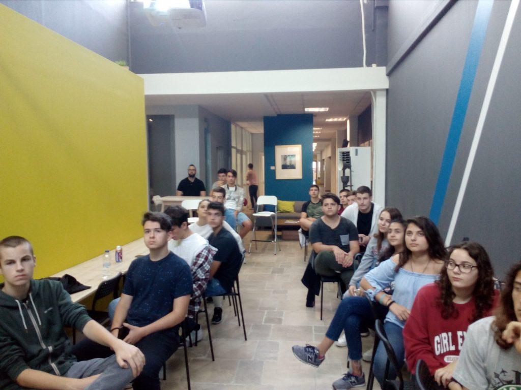 Το τρίτο Θερινό Σχολείο Νεανικής Επιχειρηματικότητας κατά την επίσκεψή του στην i4G.