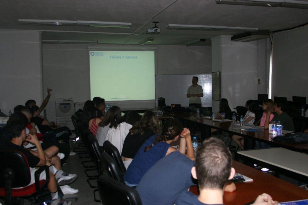 Ο κύριος Παντελής Αγγελίδης κατά τη διάλεξή του στο ThesSummerSchool