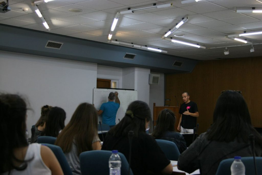 Κατά το εργαστήριο δημιουργικότητας, οι μαθητές παρουσιάζουν τις επιχειρηματικές τους ιδέες